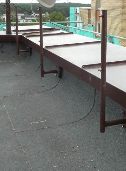 Tinkamai įrengta parapeto tvorelė