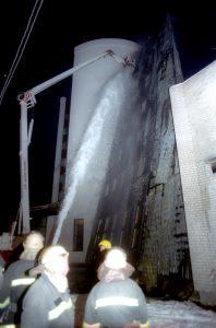 """""""Sodros"""" pastato gaisras 1999.11.24. Buvo gesinama kelias paras."""